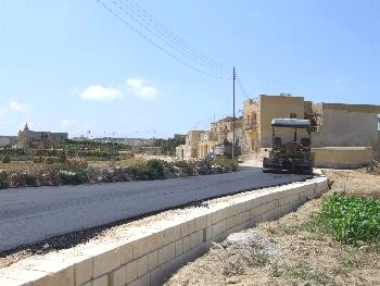 Triq il-Wileg in San Lawrenz gets first layer of tarmac in it's history