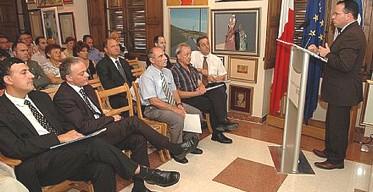 Ghajnsielem Mayor gives twinning presentation