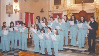 Fjur t'Assisi Choir celebrating tenth anniversary