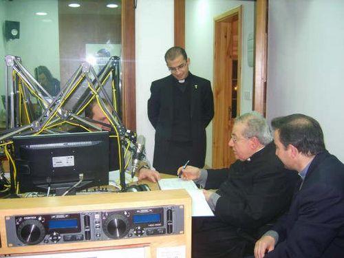 Bishop Emeritus visits Radio Lehen il-Qala