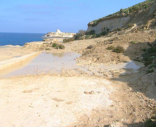 Landslide and vandalized signs at Xwejni Bay