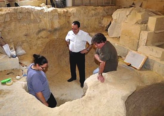 5000-year old tombs discovered at Kercem