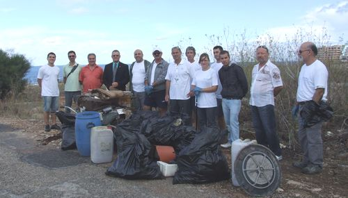 Hilton Staff in collaboration with Nature Trust Clean up event