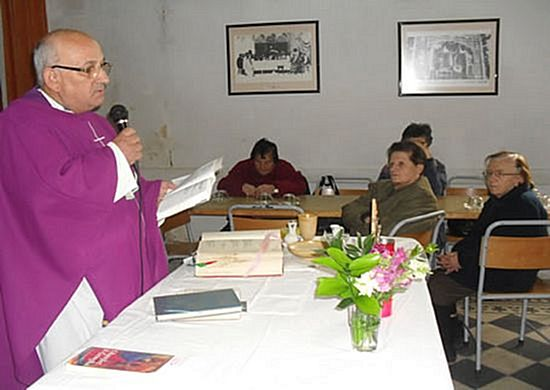 Fr George Camilleri visits Xaghra on visit from India