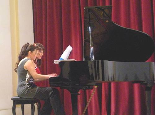 Italian pianists perform a 4-hand piano recital in Victoria