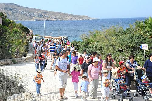 Students and parents from Nadur & Xewkija tour Comino