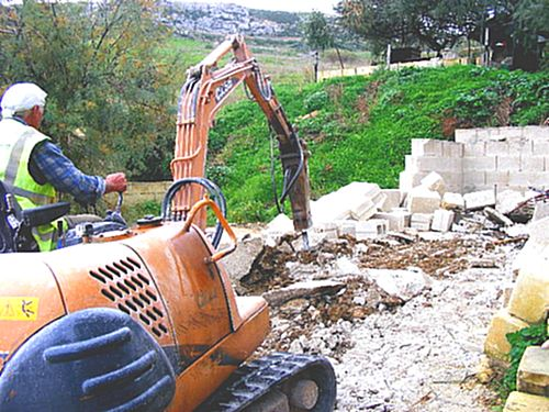 MEPA demolish Dahlet il-Qorrot illegal boathouse structure