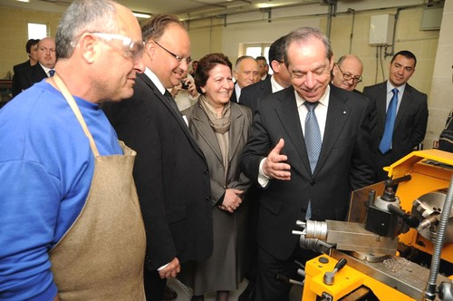 The Prime Minister pays a visit to the Gozo School of Art