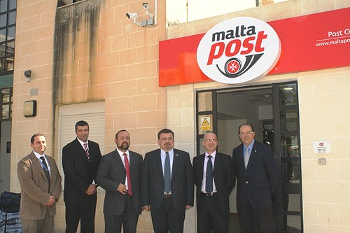 MaltaPost takes its services to the University Campus