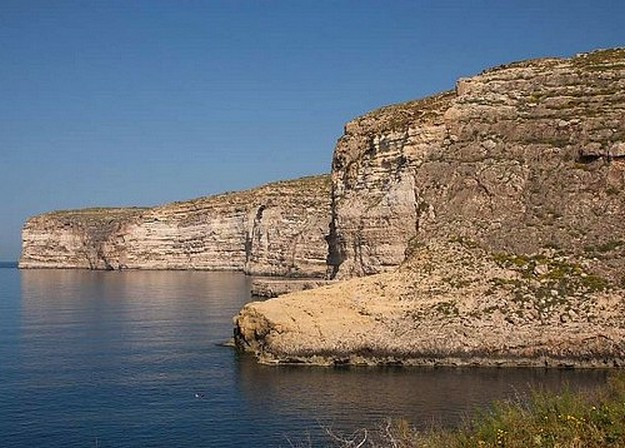 Abandoned fishing vessel recovered from Xlendi Bay