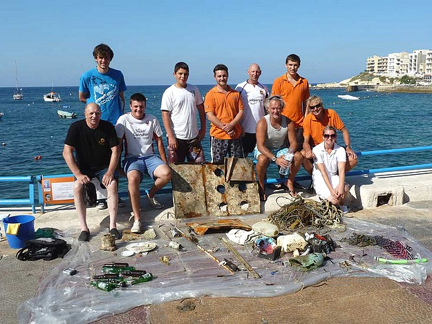 60 minutes diving reults in 60 kilos of debris at Marsalforn
