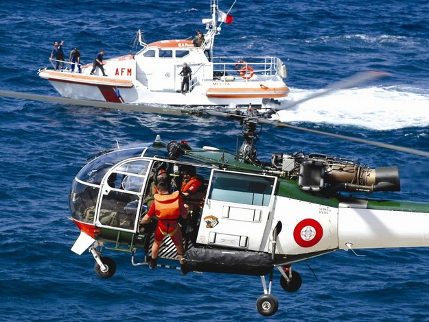 Diver rescued by the AFM from rough seas off Dwejra