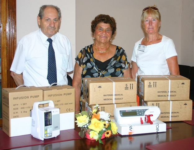 Dorthese Ellis Foundation presents equipment to the GGH