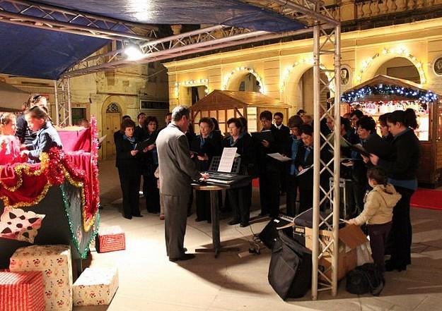 Carol concert by Chorus Urbanus opens Christmas Village
