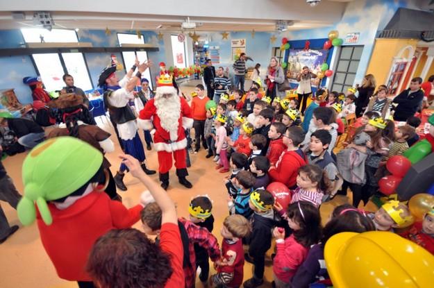 Santa enjoys breakfast with children at Playmobil FunPark