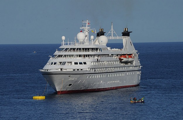The Seabourne Legend stops at Gozo using the Xlendi buoy