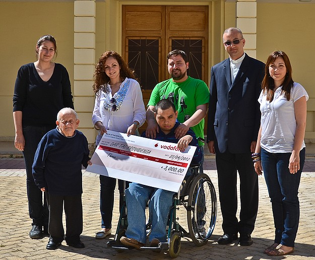 €3,000 presented to Dar tal-Providenza by Vodafone staff