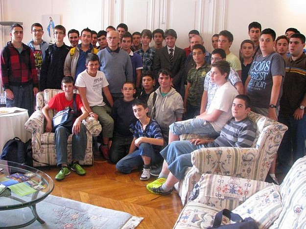 Thirty Gozitan students visit the Maltese Embassy in Paris