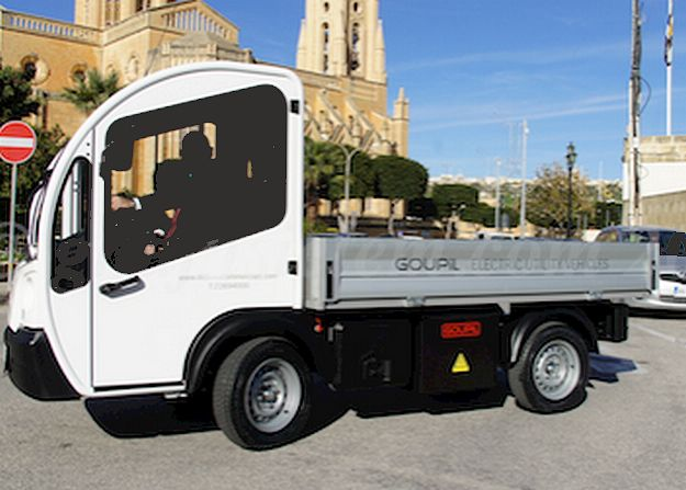 New eco-truck presented to the Ghajnsielem Local Council