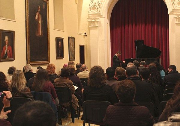 Piano recitals begin the Urbanus Concert Series for 2013