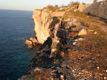 Burnt oil dumped over cliffs in the south of Malta - NTM