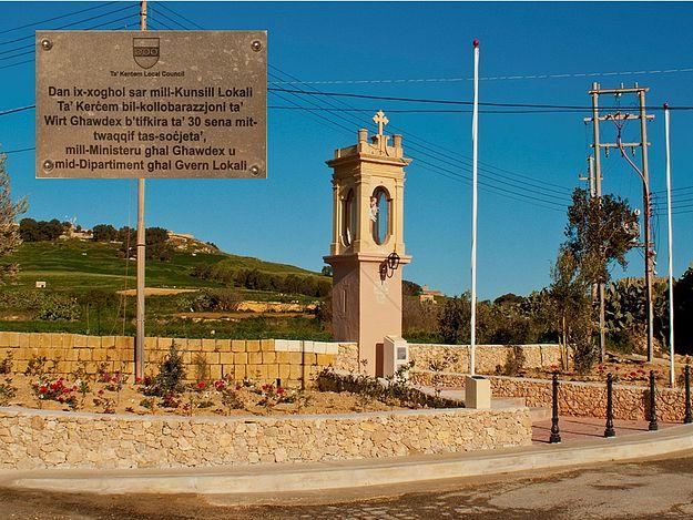 Wirt Ghawdex restoration of Madonna Tal-Karmnu niche