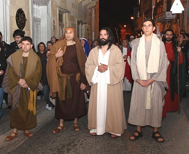 L-Imsallab fi Triqatna passion play in the streets of Victoria