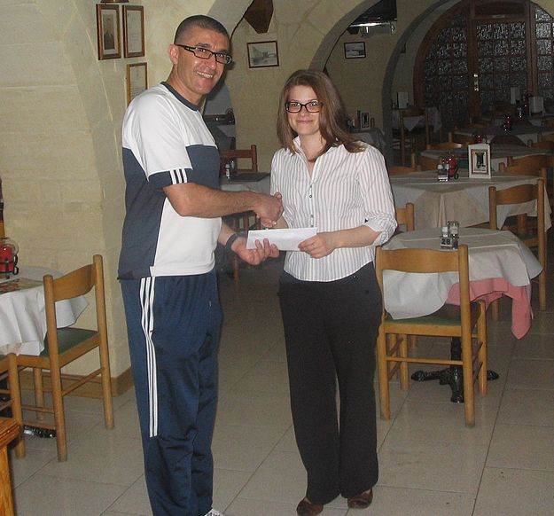 €1,400 donation raised by Marsalforn bar for Puttinu Cares