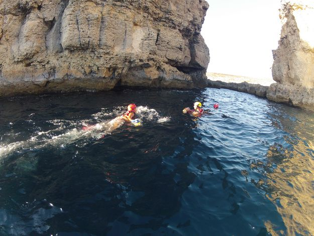 ERRC Lifeguards assist 3 with spinal injuries after rock jumping at Comino