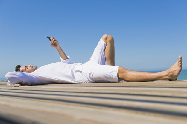 MEPs call for an end to roaming fees while abroad by 2015