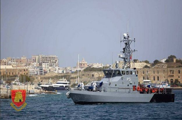 AFM escorts an Italian fishing vessel to Grand Harbour