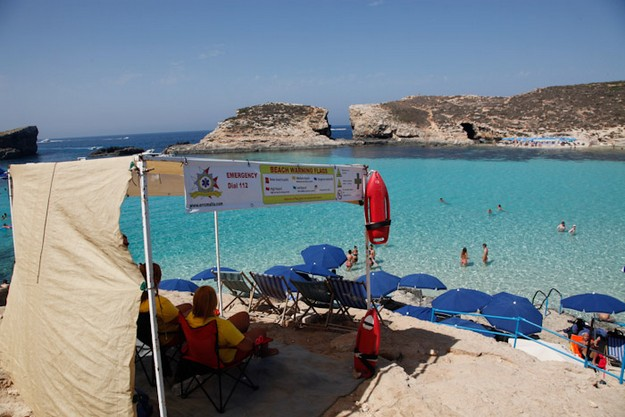 Teenager with spinal injuries after cliff jumping at Comino