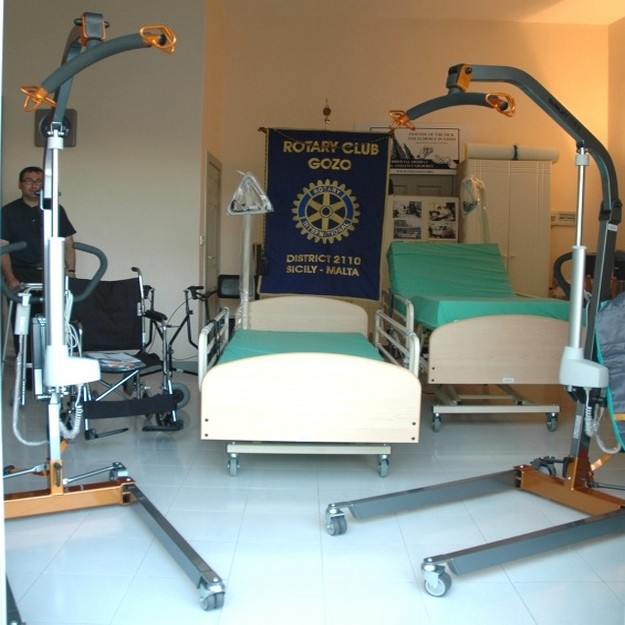 Rotary Club Gozo donates €16,000 in equipment to FSEG