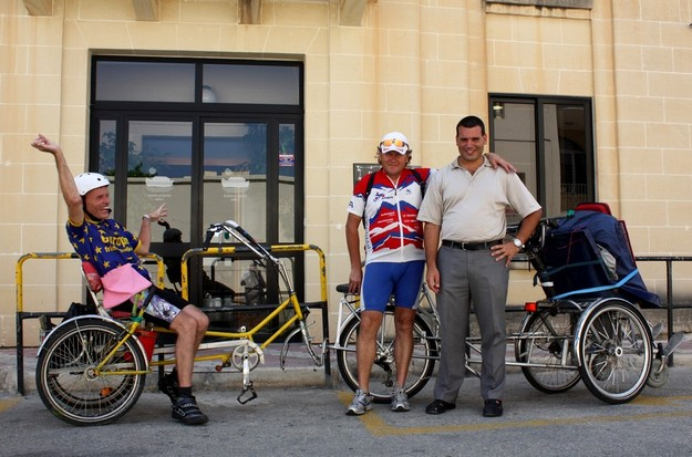 2 German cyclists spend 3 weeks with the Arka Foundation