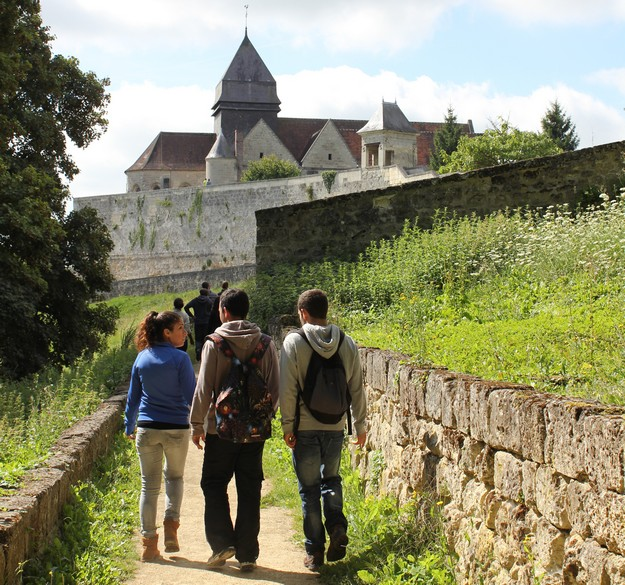 DLH youth restoration conclude work programme in Coucy, France