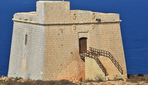 Pay a visit to Isopu Tower situated between San Blas & Dahlet Qorrot