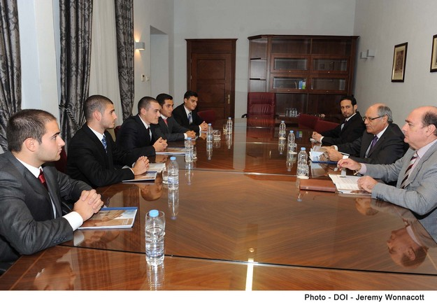 Finance Minister meets with Pulse Economic Affairs Review Board