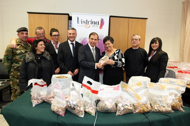 President Abela visits L-Istrina Piggy Bank coin counting process
