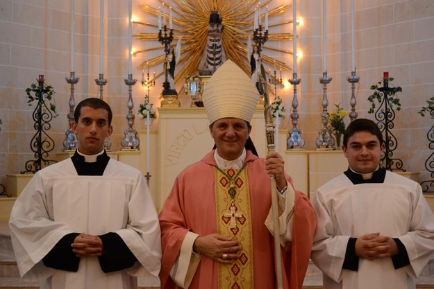 Two seminarians made acolytes at Ghajnsielem Parish Church