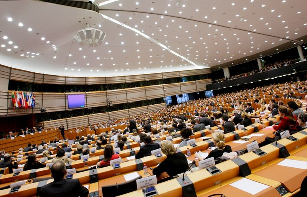 "Commission must start ""dialogue on functioning of rule of law"" with Malta"