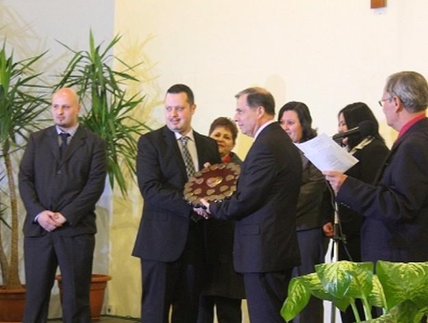 'Premju Familja Qalb tad- Deheb' presented to the Attard Family