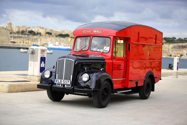 Postal Heritage Trust UK donates Royal Mail Van to MaltaPost
