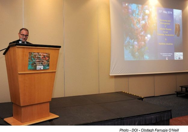 Parliamentary Secretary Galdes addresses conference on jellyfish
