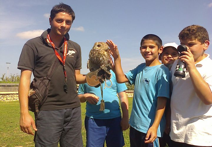 Gharb Primary students experience the history of industry and falconry