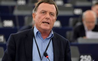 Alfred Sant questions the EC on funding for people at risk of poverty