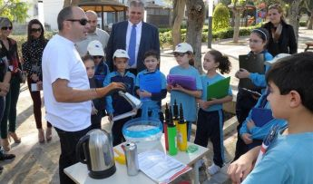 Minister for Gozo visits children taking part in 'X`hemm? Il-Gnien 2014'