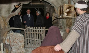 Alfred Sant visits Bethlehem f'Ghajnsielem and crib displays around Gozo