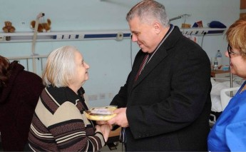Minister for Gozo visits the elderly residents at Gozo General Hospital
