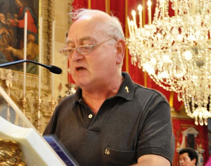 Dun Gorg Mercieca being honoured in a Gozo literary evening