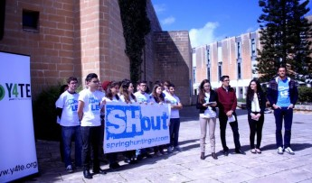 """Students join the No-campaign, stating """"we are all ambassadors"""""""